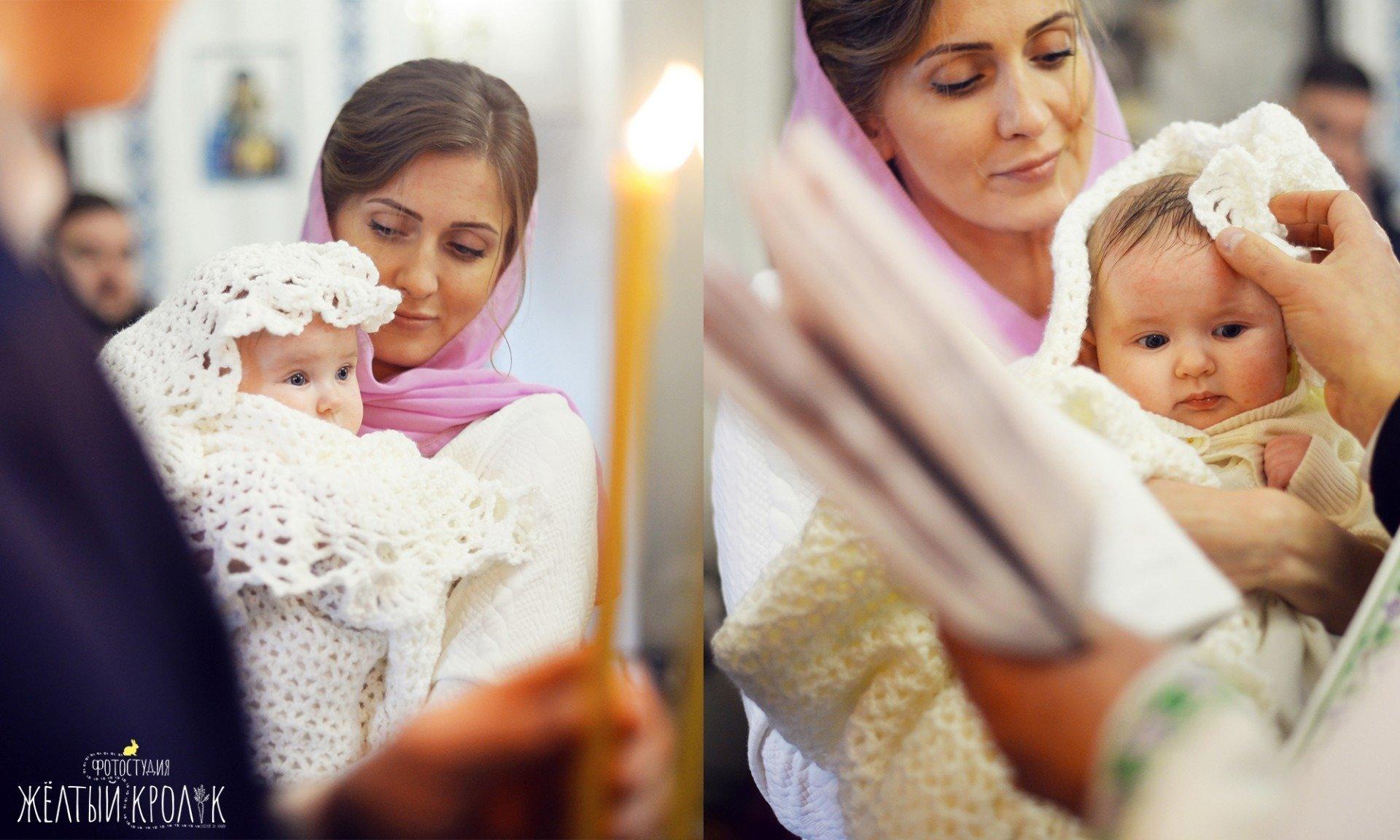маленький ребенок с мамой в церкви фото - фотосъмка крестин в фотостудии желтый кролик