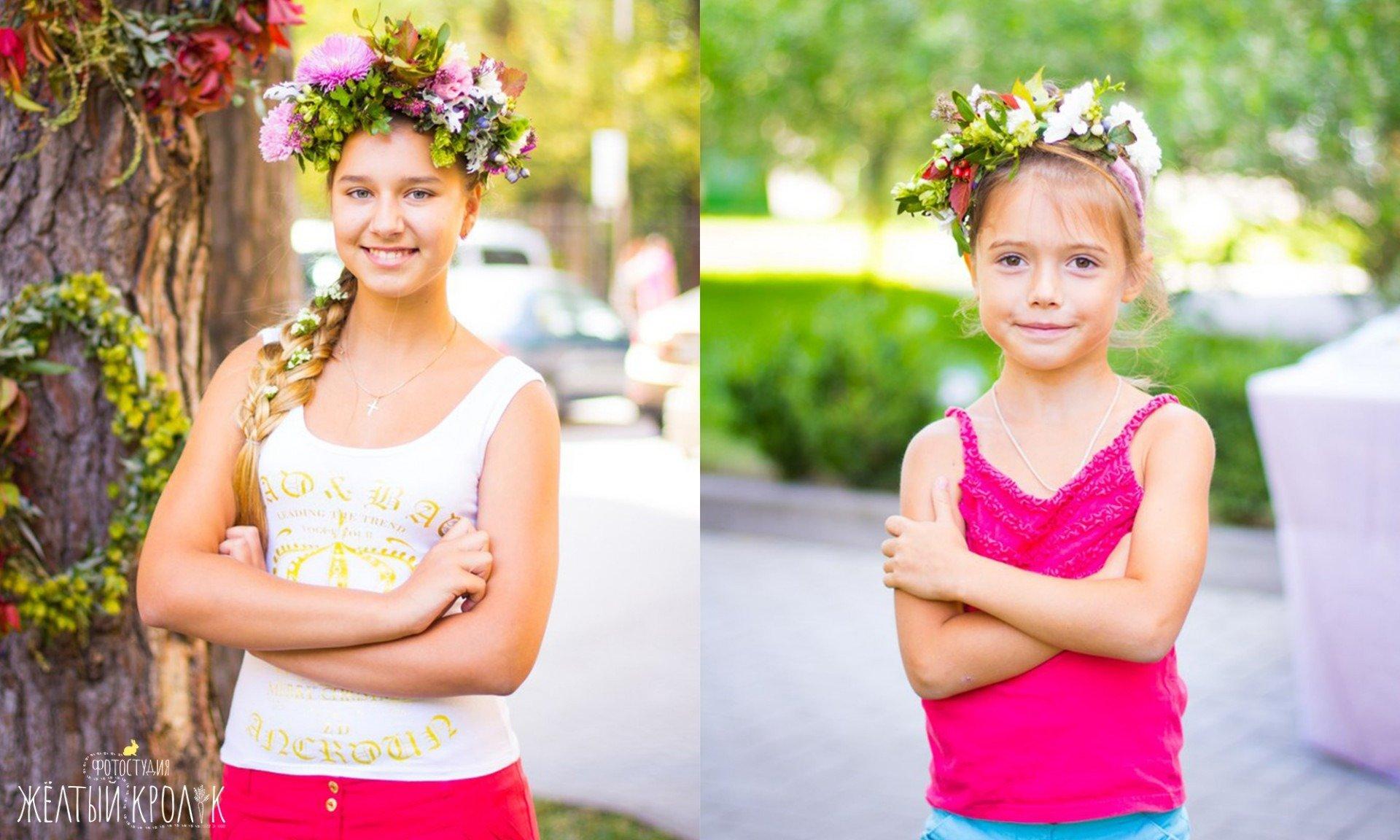 красивые дети девочки в венках фото - репортажная фотосъемка в фотостудии желтый кролик