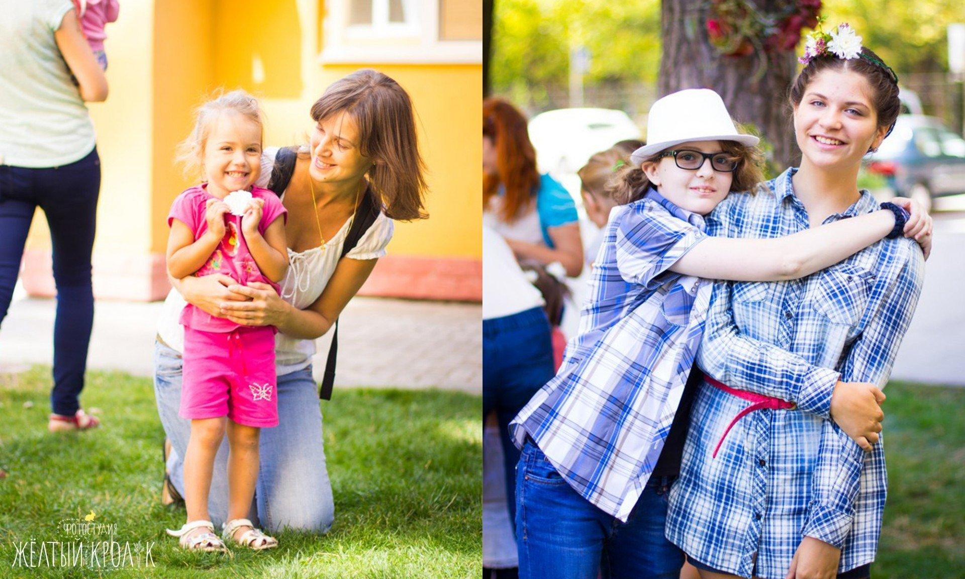 мама и дочка - репортажная фотосъемка в фотостудии желтый кролик