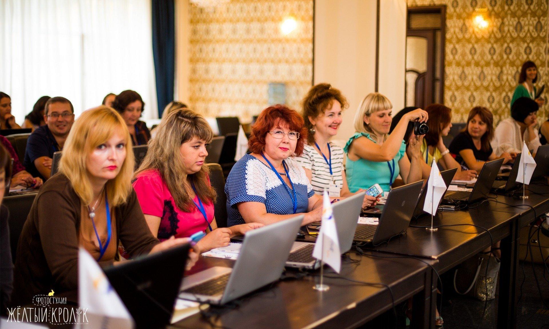 конференция учителей фото - репортажная фотосъемка в фотостудии желтый кролик